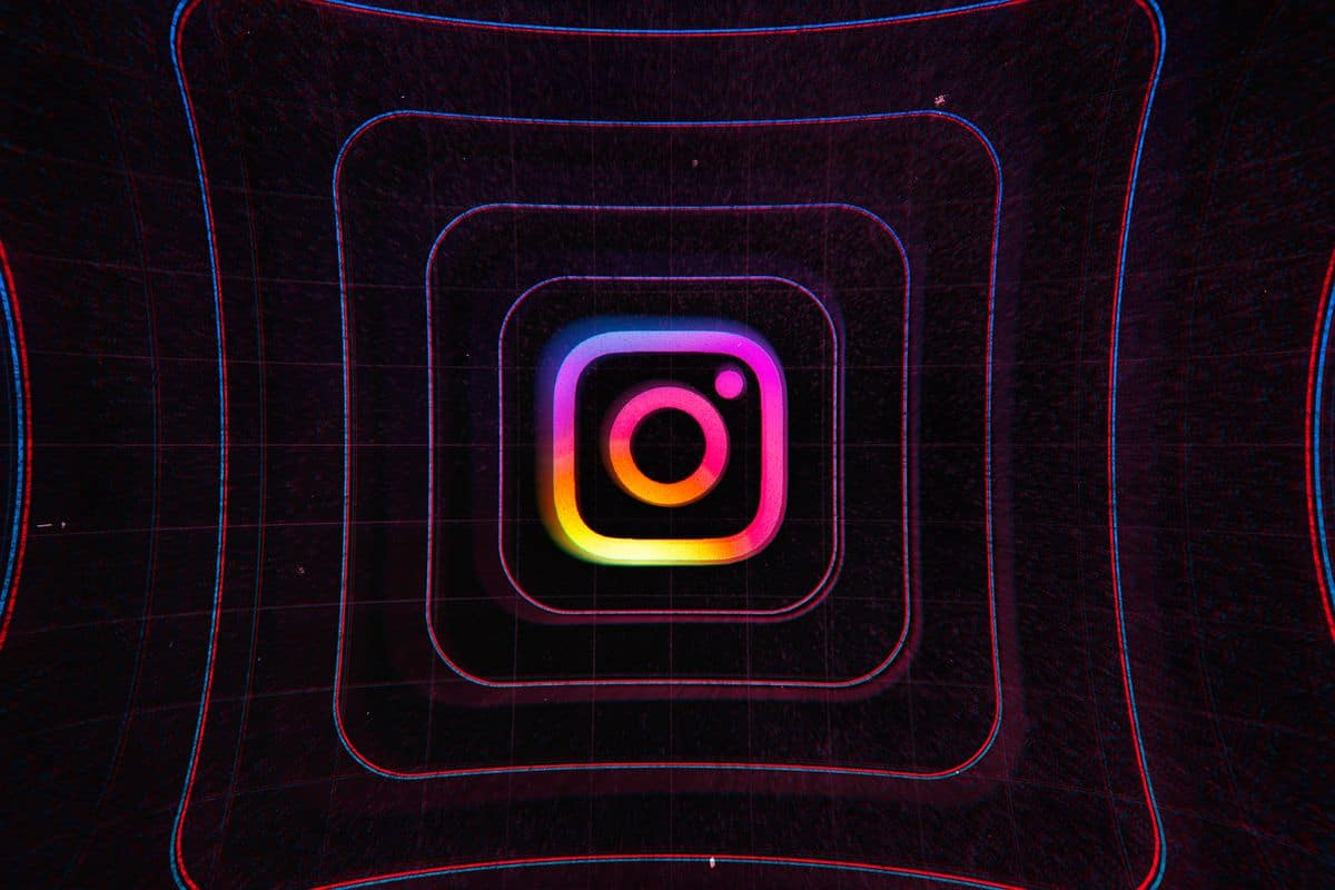 """Apple iOS 14 Beta Users Got Instagram Bug Showing """"Camera On"""" In The Background"""